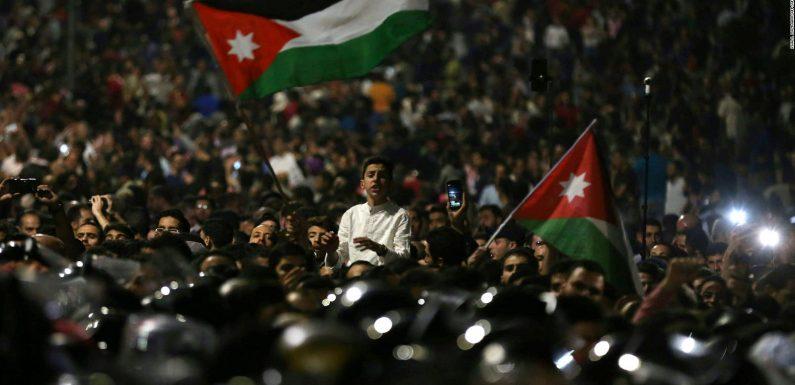 Jordania: El movimiento de masas derriba al primer ministro