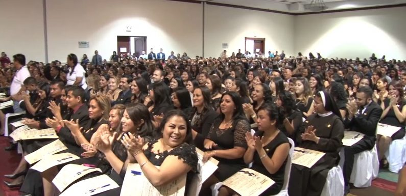 Docentes salvadoreños a EUA, ¿intercambio cultural o flexibilidad laboral encubierta?