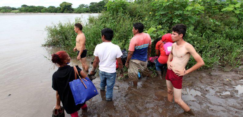 Así vivió un fotoperiodista el paso de la caravana de hondureños por El Salvador